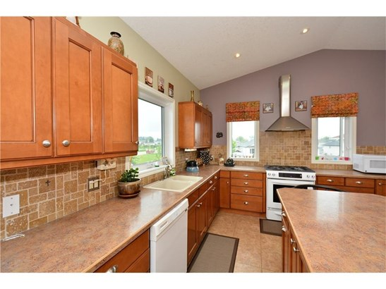160 Sunset Ht, Crossfield, AB - CAN (photo 3)