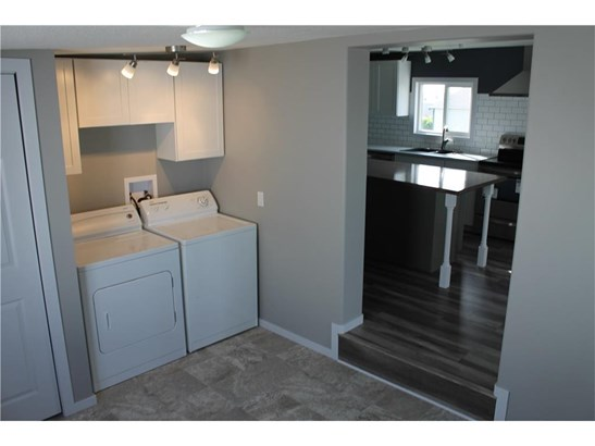 23 Park Rd, Carstairs, AB - CAN (photo 2)