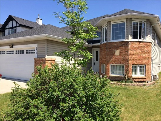 136 Cove Dr, Chestermere, AB - CAN (photo 2)