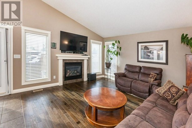 5 Heritage  Rd, Penhold, AB - CAN (photo 5)