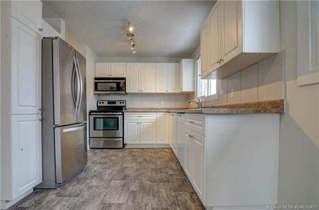 112 Carpenter  St, Red Deer, AB - CAN (photo 3)