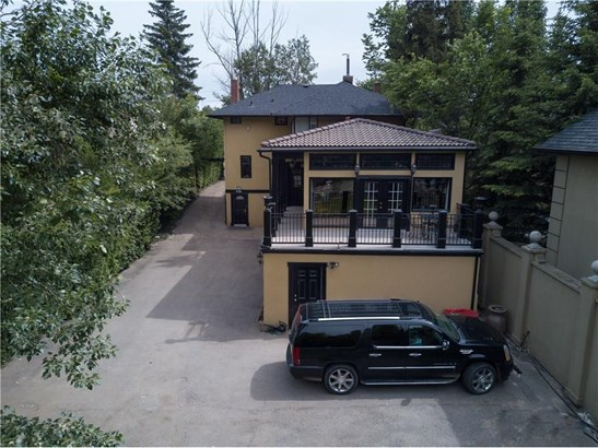 628 Elbow Dr Sw, Calgary, AB - CAN (photo 3)