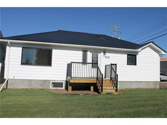 1014 Nanton Av, Crossfield, AB - CAN (photo 1)