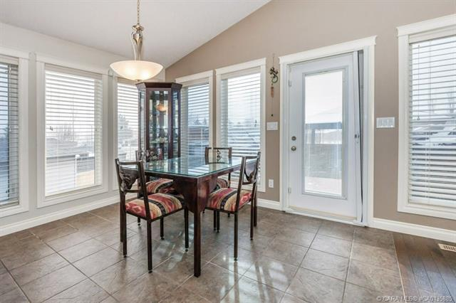 5 Heritage  Drive, Penhold, AB - CAN (photo 5)