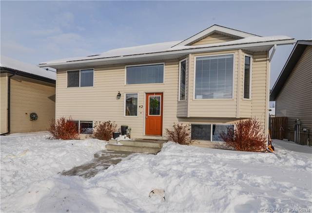 42 Kirkland  Clos, Red Deer, AB - CAN (photo 1)