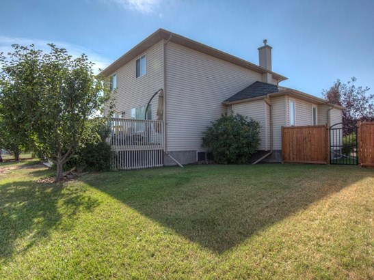 345 Highland Ci, Strathmore, AB - CAN (photo 3)