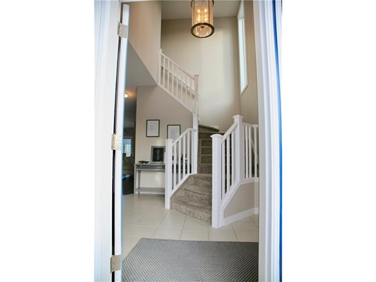 15 Viceroy Cr, Olds, AB - CAN (photo 2)