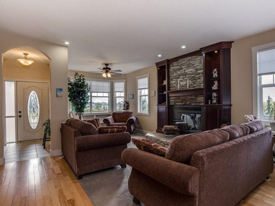 150 Strathmore Lakes Pl, Strathmore, AB - CAN (photo 5)