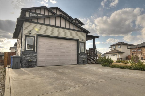 259 Sunset Ht, Crossfield, AB - CAN (photo 2)
