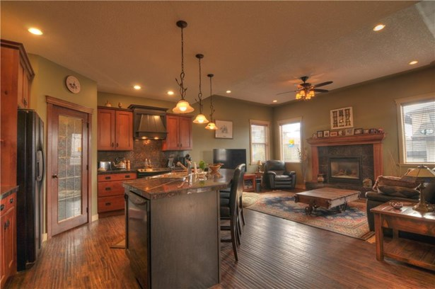 259 Sunset Ht, Crossfield, AB - CAN (photo 4)