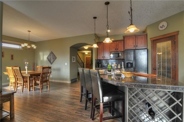 259 Sunset Ht, Crossfield, AB - CAN (photo 5)