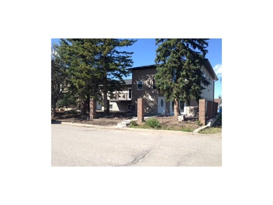 #1,2,3,4 711 1st St, Sundre, AB - CAN (photo 2)