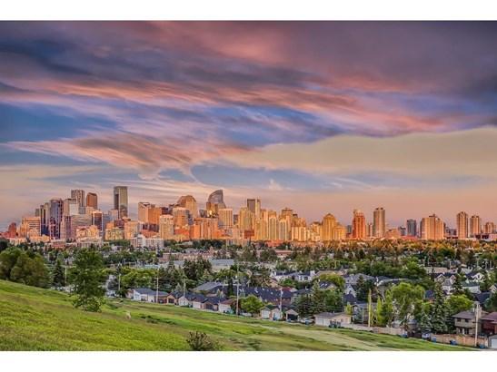 2112 10 Av Nw, Calgary, AB - CAN (photo 3)
