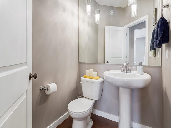 1374 Kings Heights Wy Se, Airdrie, AB - CAN (photo 5)