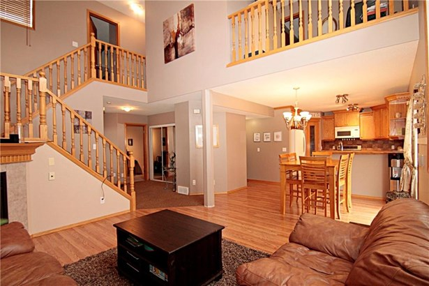 100 Hillview Rd, Strathmore, AB - CAN (photo 2)