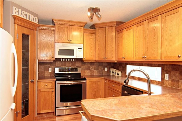 100 Hillview Rd, Strathmore, AB - CAN (photo 3)