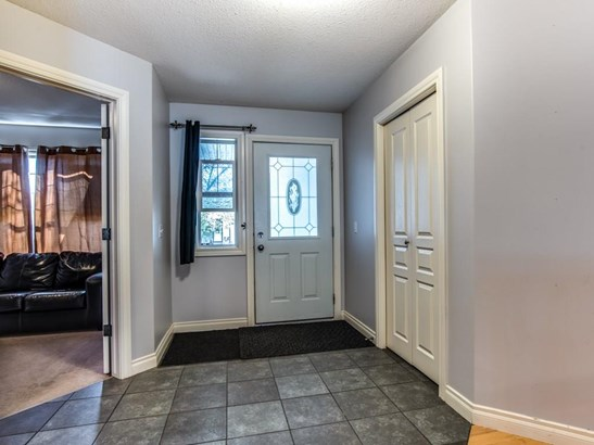 196 Camden Pl, Strathmore, AB - CAN (photo 2)