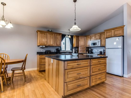 196 Camden Pl, Strathmore, AB - CAN (photo 3)