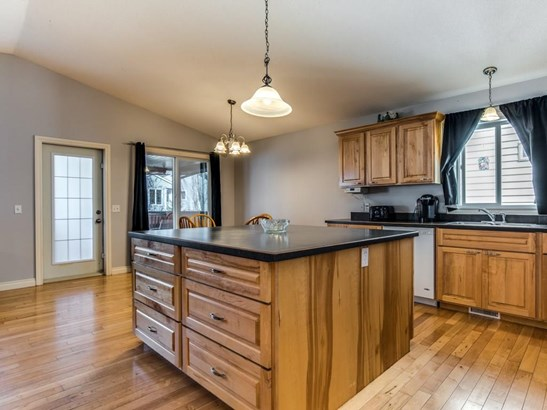 196 Camden Pl, Strathmore, AB - CAN (photo 4)