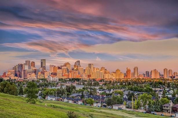 2112 10 Av Nw, Calgary, AB - CAN (photo 5)
