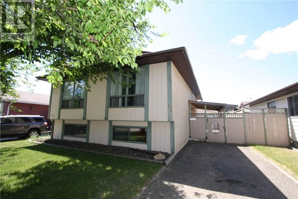 7116 59  Ave, Red Deer, AB - CAN (photo 1)