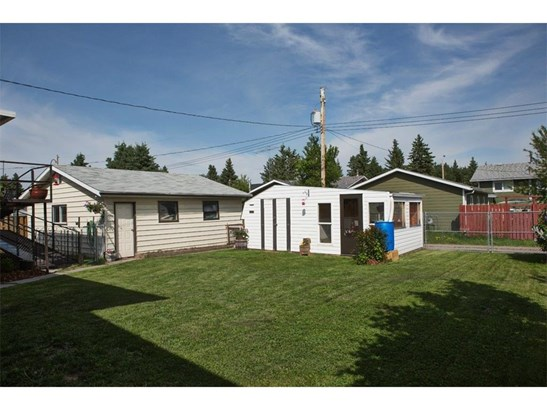 217 8th Ave, Sundre, AB - CAN (photo 3)
