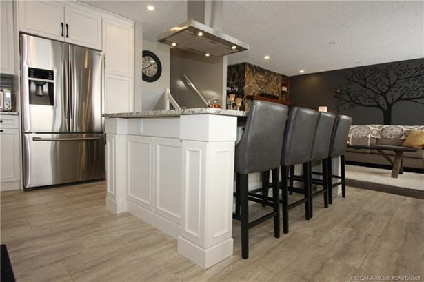 39 Conners  Cres, Red Deer, AB - CAN (photo 2)