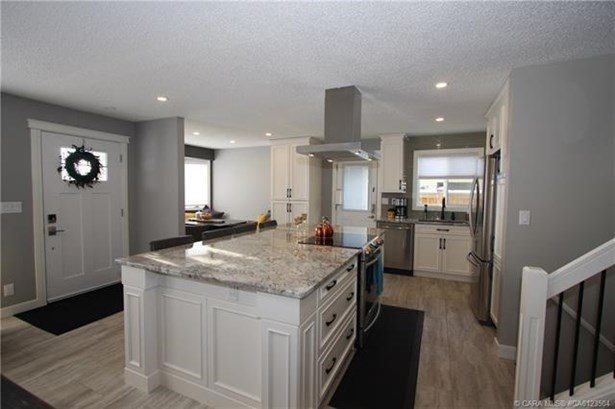 39 Conners  Cres, Red Deer, AB - CAN (photo 4)