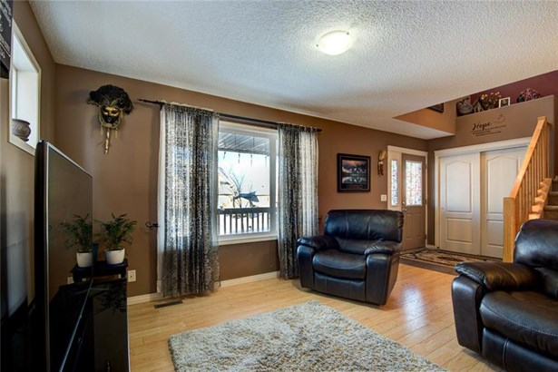 34 Barber St N, Langdon, AB - CAN (photo 5)