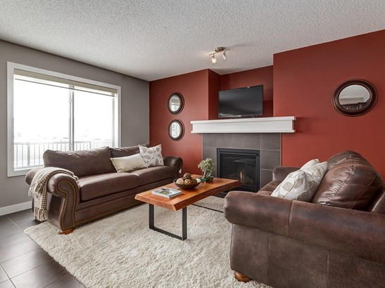 1024 Kingston Cr Se, Airdrie, AB - CAN (photo 4)