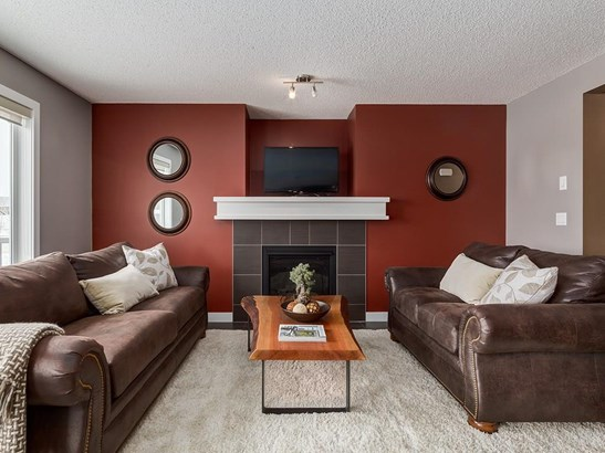 1024 Kingston Cr Se, Airdrie, AB - CAN (photo 5)