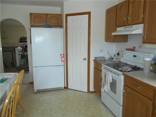 1118 Stevens St, Crossfield, AB - CAN (photo 5)