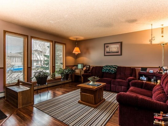 5 Parkwood Pl, Strathmore, AB - CAN (photo 3)