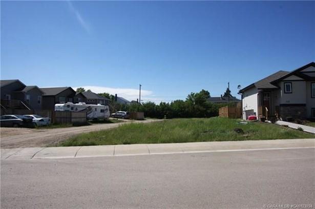 708 Cypress  Lane, Springbrook, AB - CAN (photo 2)