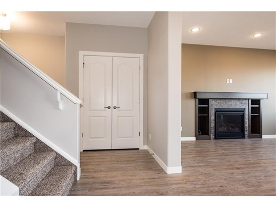 180 Wildrose Cr, Strathmore, AB - CAN (photo 4)