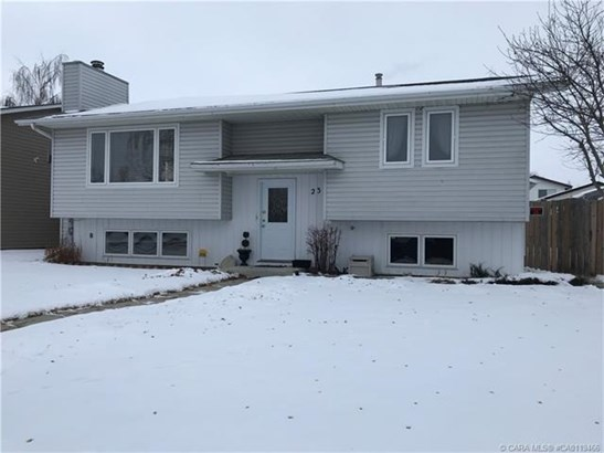 23 Dundee  Cres, Penhold, AB - CAN (photo 1)