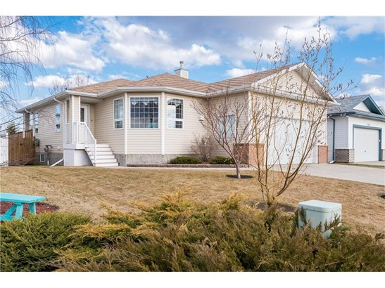 1773 Harrison St, Crossfield, AB - CAN (photo 1)