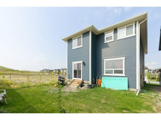 378 Kings Heights Dr Se, Airdrie, AB - CAN (photo 2)