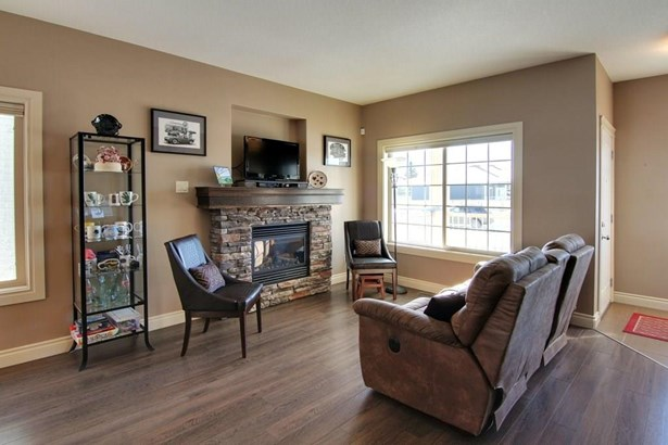 812 Stonehaven Dr, Carstairs, AB - CAN (photo 3)