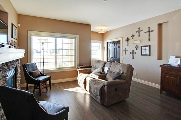 812 Stonehaven Dr, Carstairs, AB - CAN (photo 4)