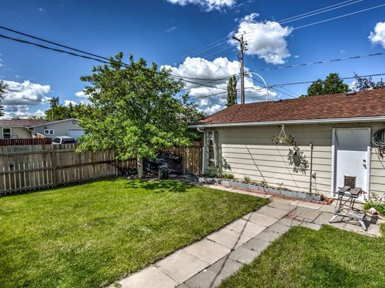 312 Centre St, Strathmore, AB - CAN (photo 3)