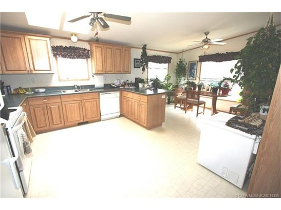 5420 49a  Ave, Alix, AB - CAN (photo 4)