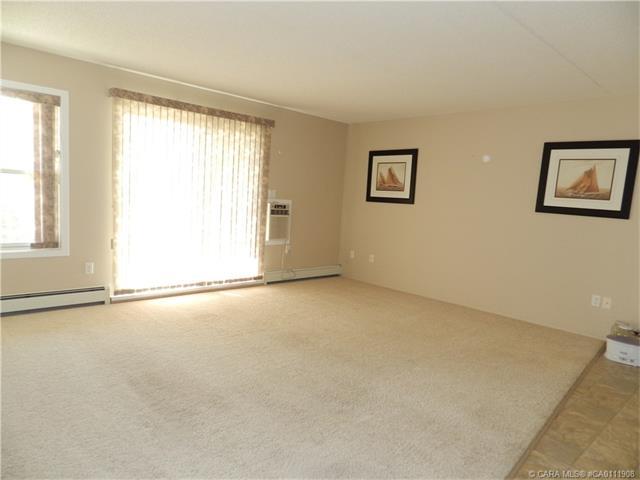 4500 45  Ave, Innisfail, AB - CAN (photo 3)