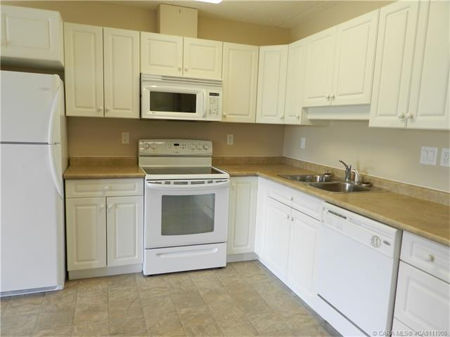 4500 45  Ave, Innisfail, AB - CAN (photo 4)