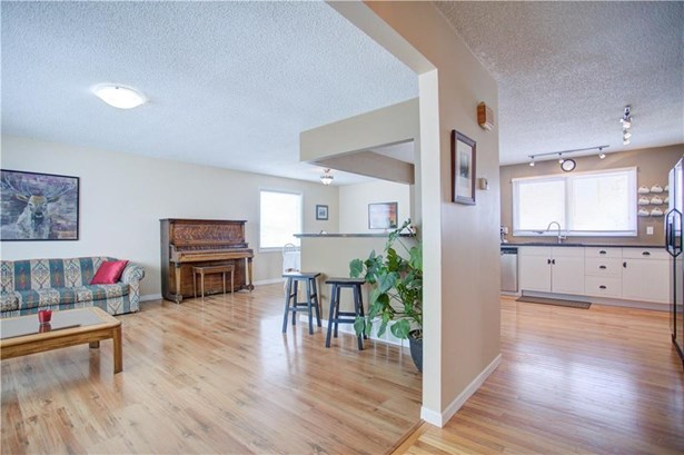 310 Robert St Nw, Turner Valley, AB - CAN (photo 4)