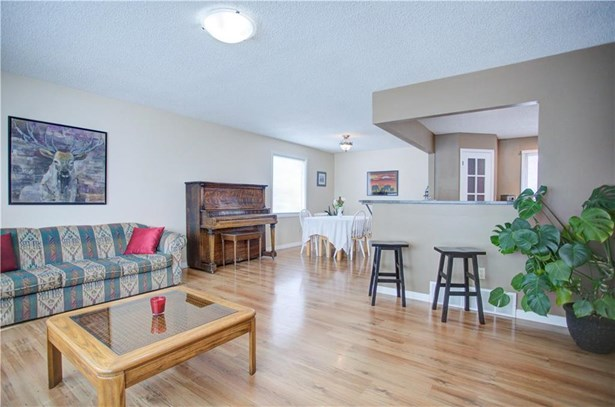 310 Robert St Nw, Turner Valley, AB - CAN (photo 5)