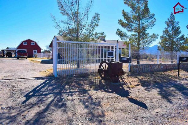 Ranch, House - Chaparral, NM (photo 1)