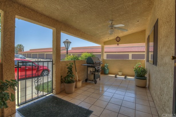 Townhouse - Hemet, CA (photo 5)