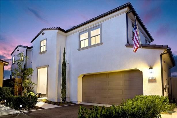 Single Family Residence - Corona, CA