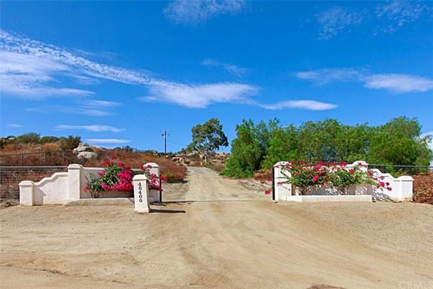 Single Family Residence, Custom Built - Hemet, CA